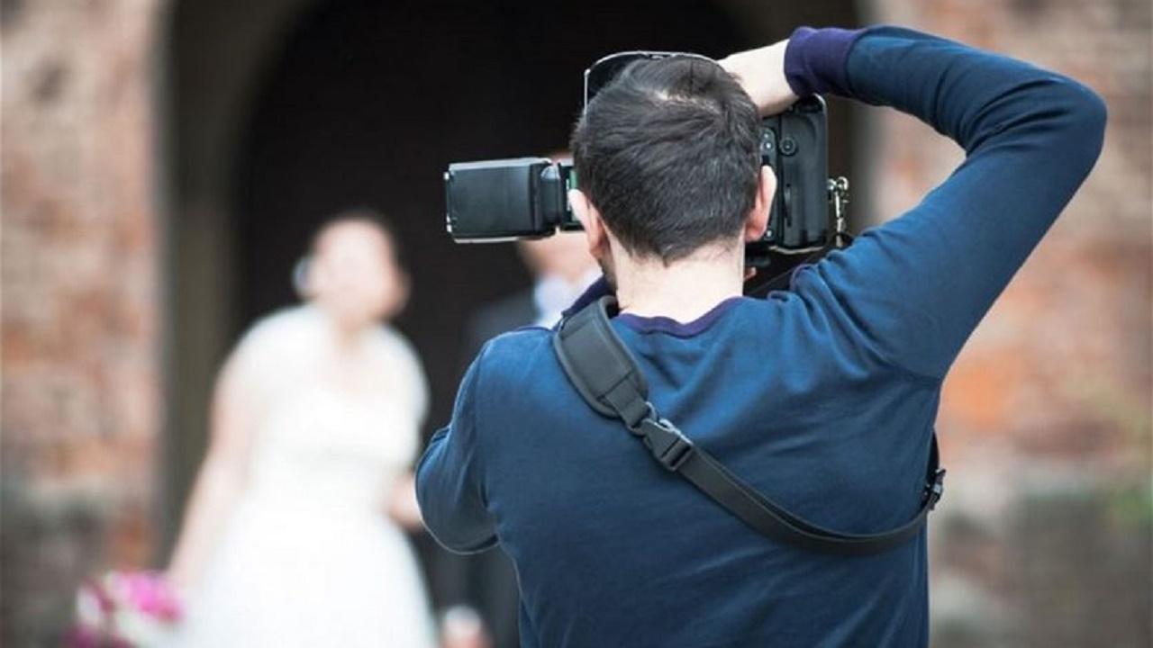 عريس يضرب مصور حفل زفافه لسبب غريب