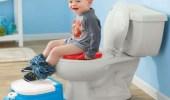 طريقة تمكن المرأة من تدريب طفلها على استعمال الحمام
