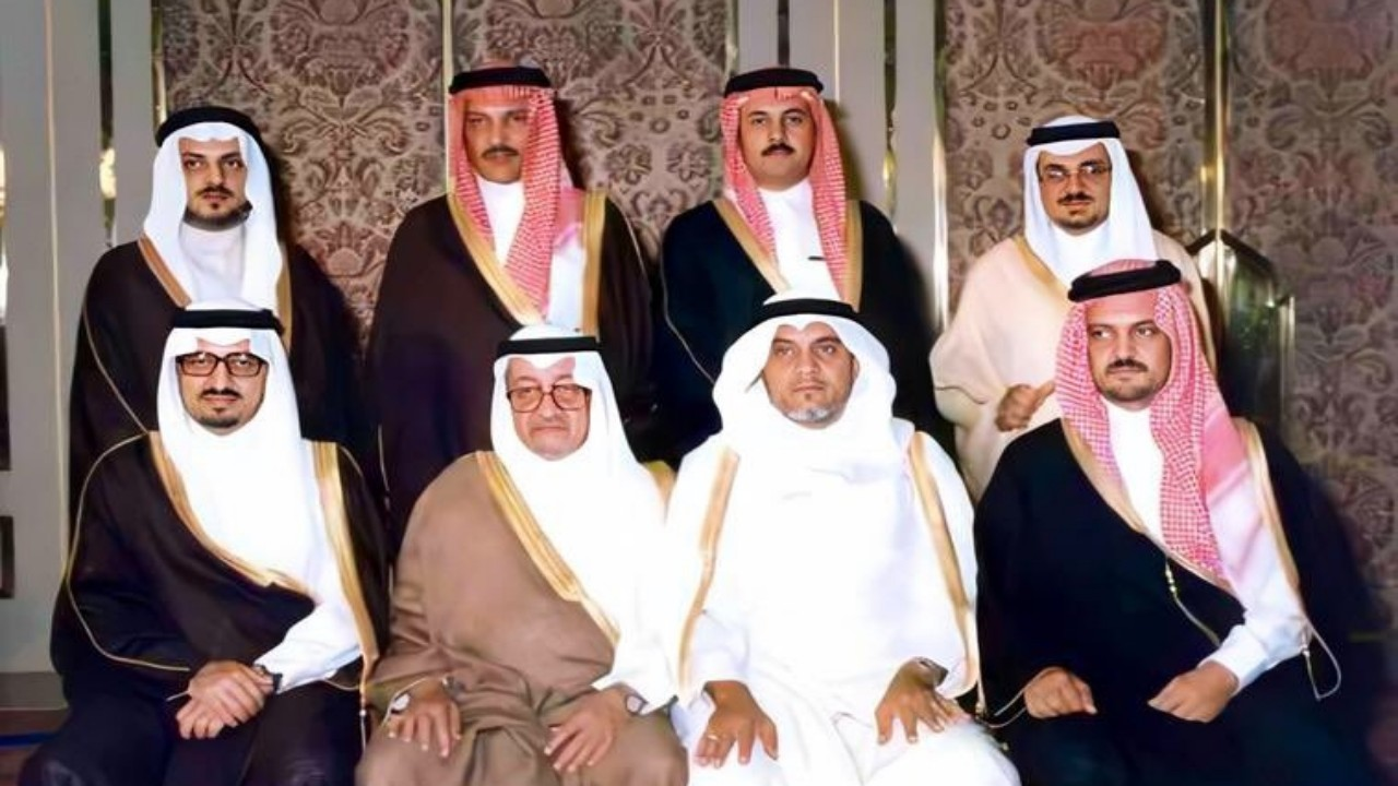 صورة تضم جميع أبناء الملك فيصل