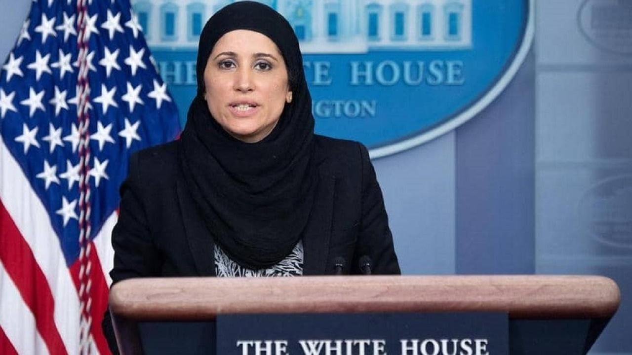 محجبة مسلمة تظهر للمرة الأولى عبر منصة البيت الأبيض