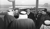 صورة قديمة للملك سعود في مطار واشنطن قبل 73 عاما
