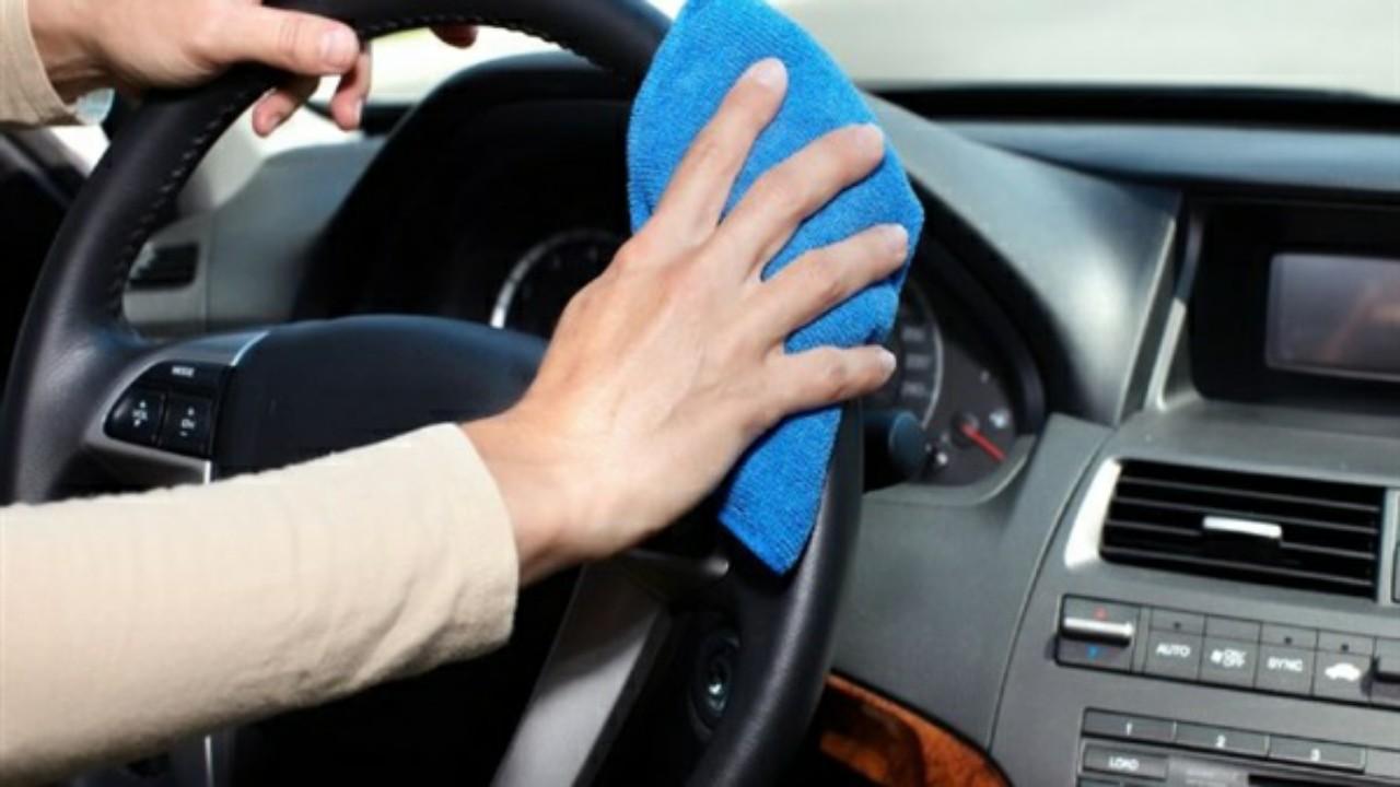 أسهل طريقة لتنظيف تابلوه السيارة
