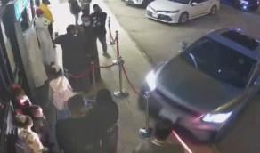 شاهد..حادث دهس لرجل وزوجته وابنته في الرياض