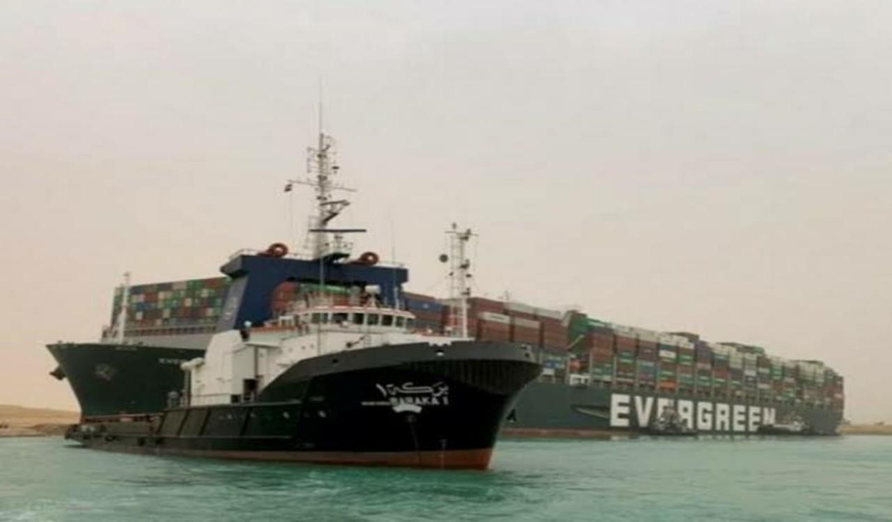 سبب إعاقةعملية تعويم السفينة الجانحة بقناة السويس