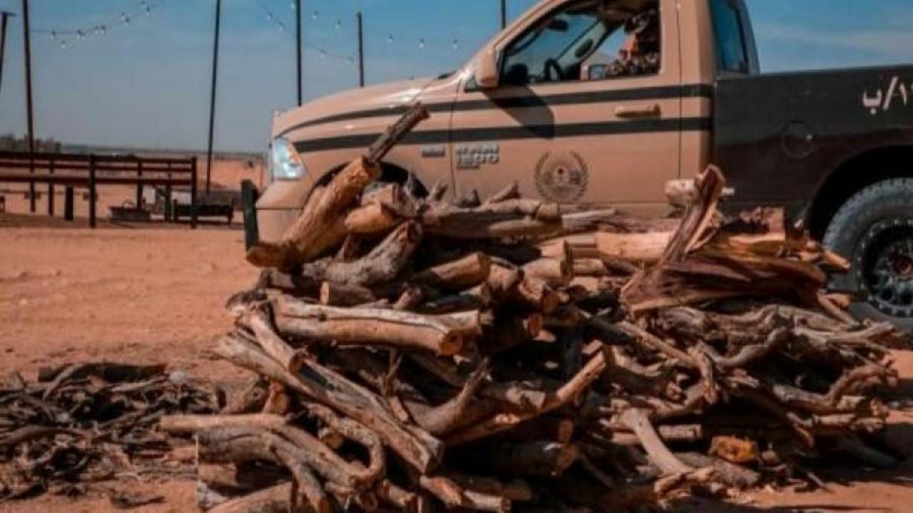 ضبط 5 مخالفين بحوزتهم أكثر من 4 أطنان حطب محلي في الرياض