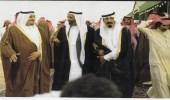 صورة نادرة للملك فهد والملك عبدالله في حديث مع الشيخ راشد آل مكتوم بسباق الهجن