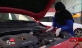 بالفيديو.. أول فتاة بتبوك تعمل في ورشة سيارات تروى تجربتها