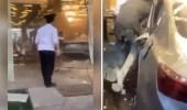 بالفيديو .. شاب يقتحم فندق بسيارته في خميس مشيط