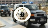 """شاهد.. لحظة القبض على مواطن أتلف جهاز """"ساهر"""" بطريق عام في تبوك"""