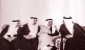 صورة نادرة لخادم الحرمين الشريفين مع إخوته