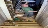 بالفيديو.. امرأة تعثر على ملجأ مهجور في غرفة نومها