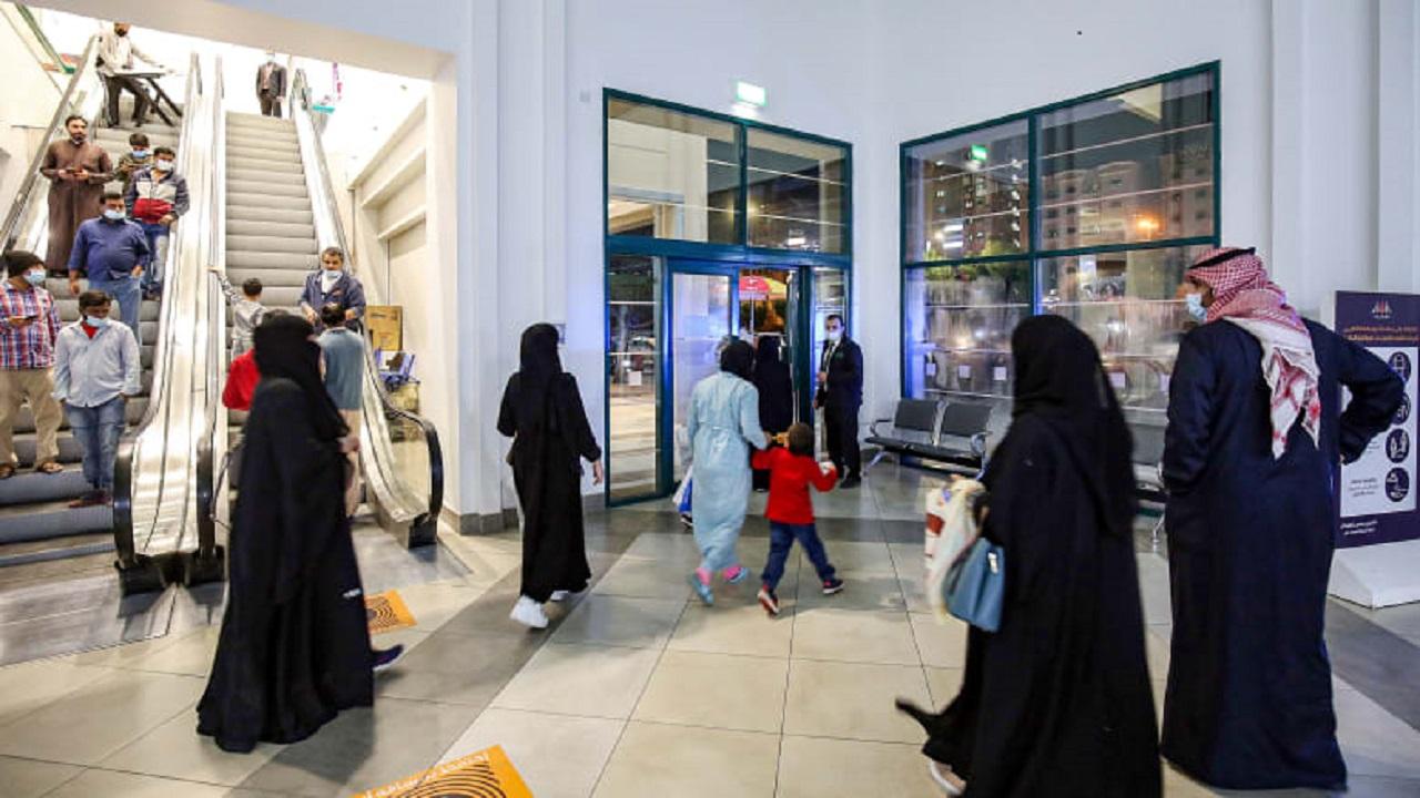 نائب سابق: النساء سبب انتشار كورونا في الكويت
