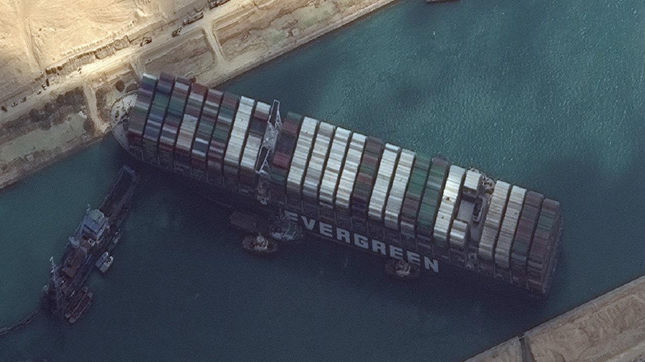 أبرز تفاصيل أزمة قناة السويس التي استشهد في بنائها 120 ألف عامل مصري