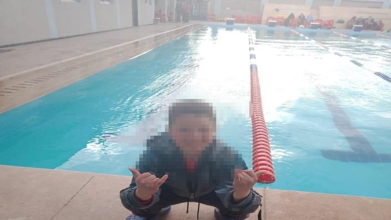بالفيديو.. الكهرباء تنهي حياة طفل داخل حمام سباحة أمام زملائه
