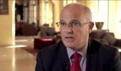 سفير بريطانيا لدى اليمن: معاملة الحوثيين غير الإنسانية أدت لكارثة مخيم صنعاء