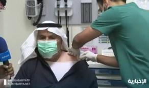 بالفيديو.. مواطن يتلقى لقاح كورونا بعد إصابة أحد أقاربه وتدهور حالته
