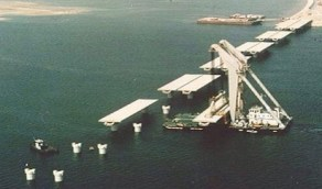 صورة قديمة لجسر الملك فهد تحت الإنشاء بداية الثمانيات