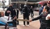 بالفيديو.. عجوز تلقن شاب درساً بعد أن اعتدى عليها دون سبب