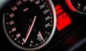 فوائد التقيد بمثبّت السرعة عند القيادة على الطرق