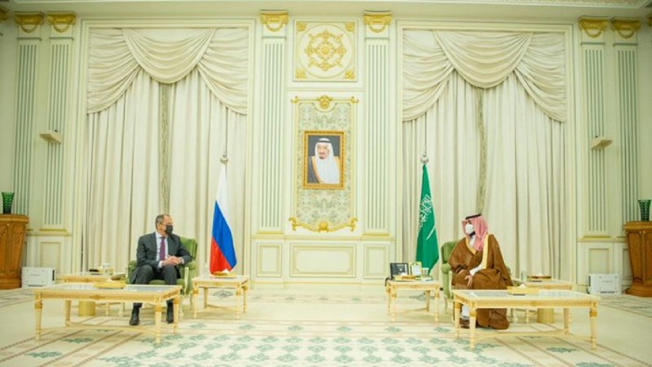 سمو ولي العهد يستعرض مع وزير خارجية روسيا العلاقات الثنائية ومستجدات الأوضاع الإقليمية والدولية