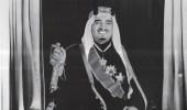 صورة نادرة للملك فهد بالزي الرسمي لحضور حفل تتويج الملكة إليزابيث