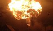 شاهد.. حريق ضخم يلتهم مصفاة نفط بإندونيسيا