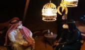 """السفير الصيني يرتدي الزي السعودي ويحتفي بزيارته لـ """"أوايسس الرياض"""""""