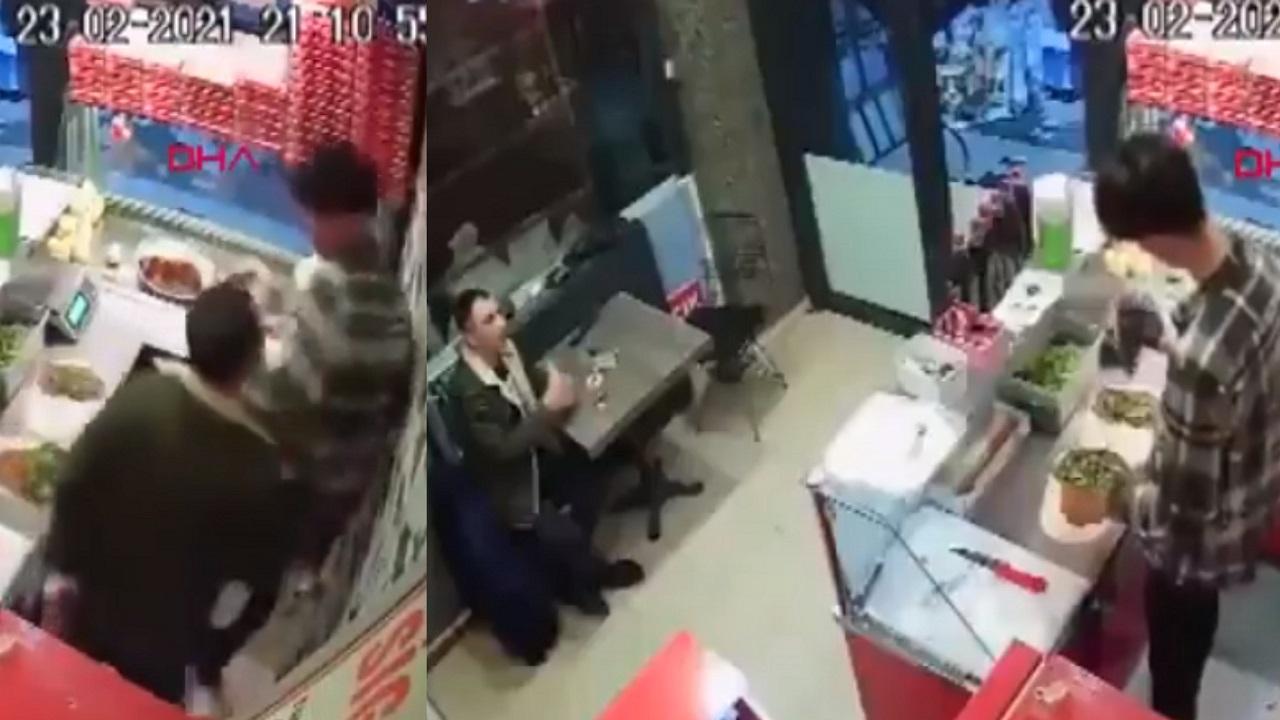"""شاهد.. تركي يعتدي على عامل مطعم """"الكفتة حارة"""""""