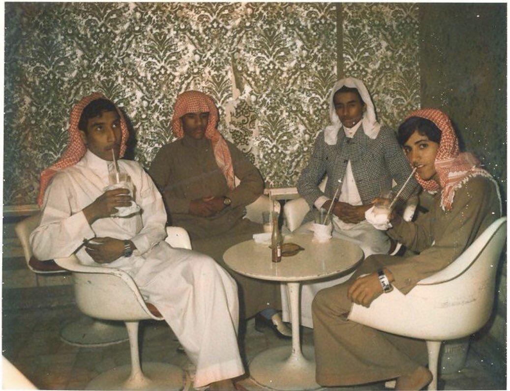 جلسة شبابية قديما
