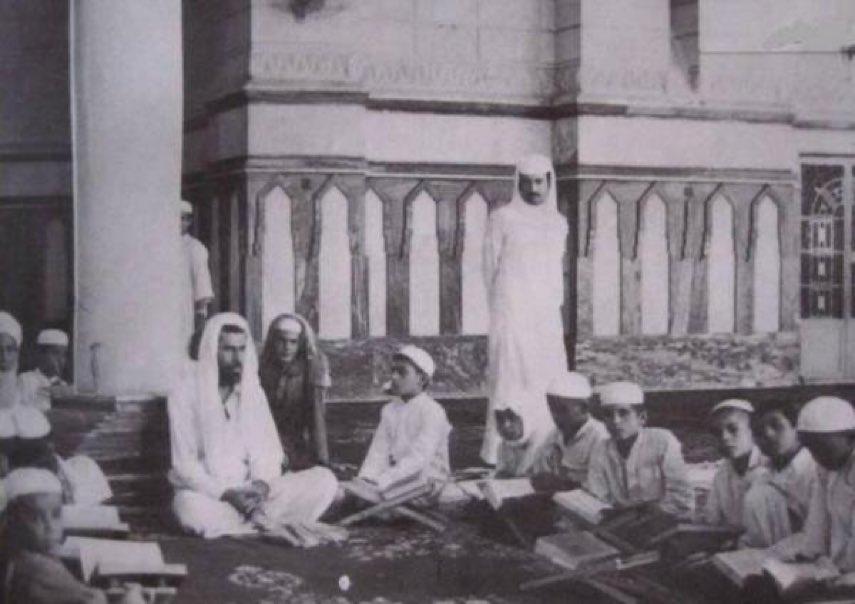 طلاب تحفيظ القرآن في الحرم النبوي عام 1392هـ