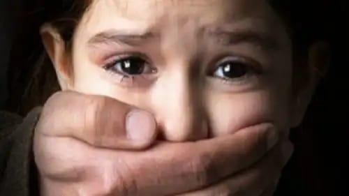 ذئب بشري يغتصب طفلة وتحمل منه سفاحاً