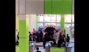 بالفيديو.. إغلاق مول بعد افتتاحه بساعتين في حائل