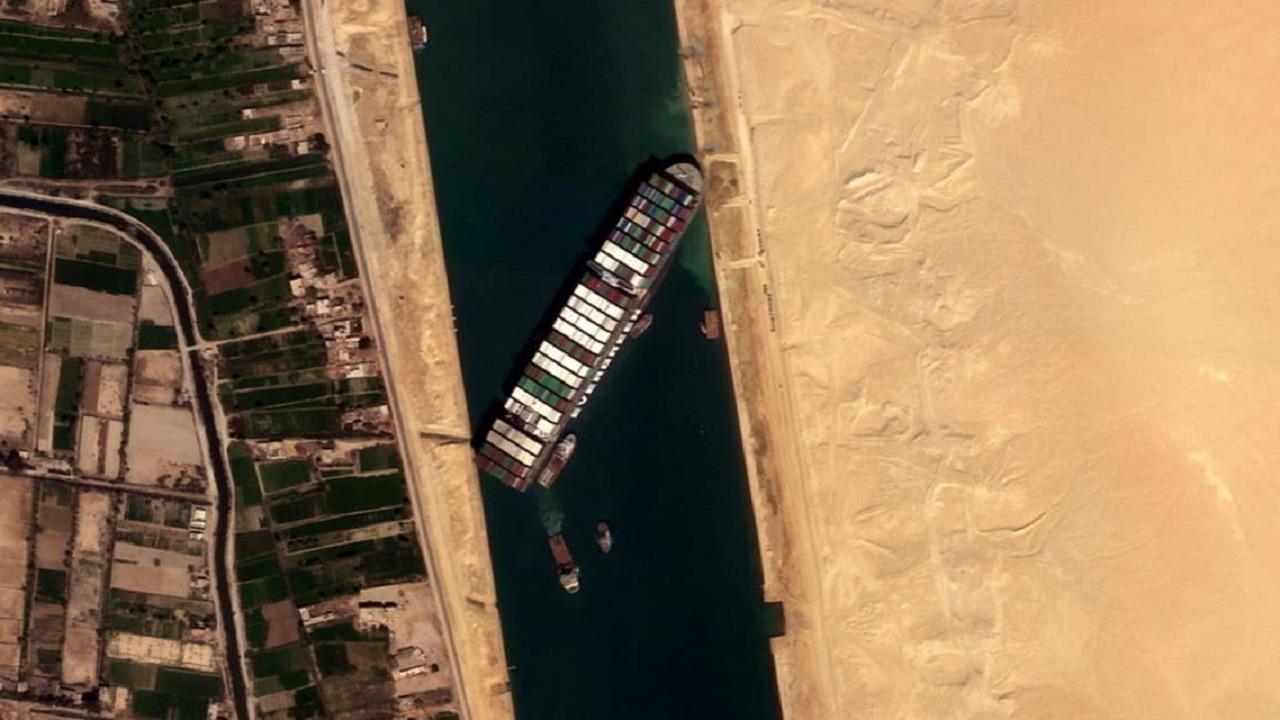 محلل اقتصادي: خسائر تصل إلى 10 مليارات دولار في اليوم بسبب السفينة الجانحة