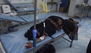بالفيديو.. إصابة خطيرة لامرأة إثر قصف حوثي للأحياء السكنية بالحديدة