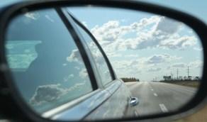 الطريقة الصحيحة لضبط مرآة السيارة