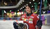 """مواطنة تتحدث عن رحلتها في رياضة هوكي الجليد : """" حادث سير قادها إلى العالمية """""""