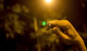 سجن رجل بتهمة تسليط أشعة الليزر على مروحية
