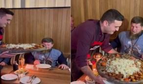 شاهد.. الشيف بوراك ينفذ مقلبًا في الرئيس الشيشاني لإثارة خوفه