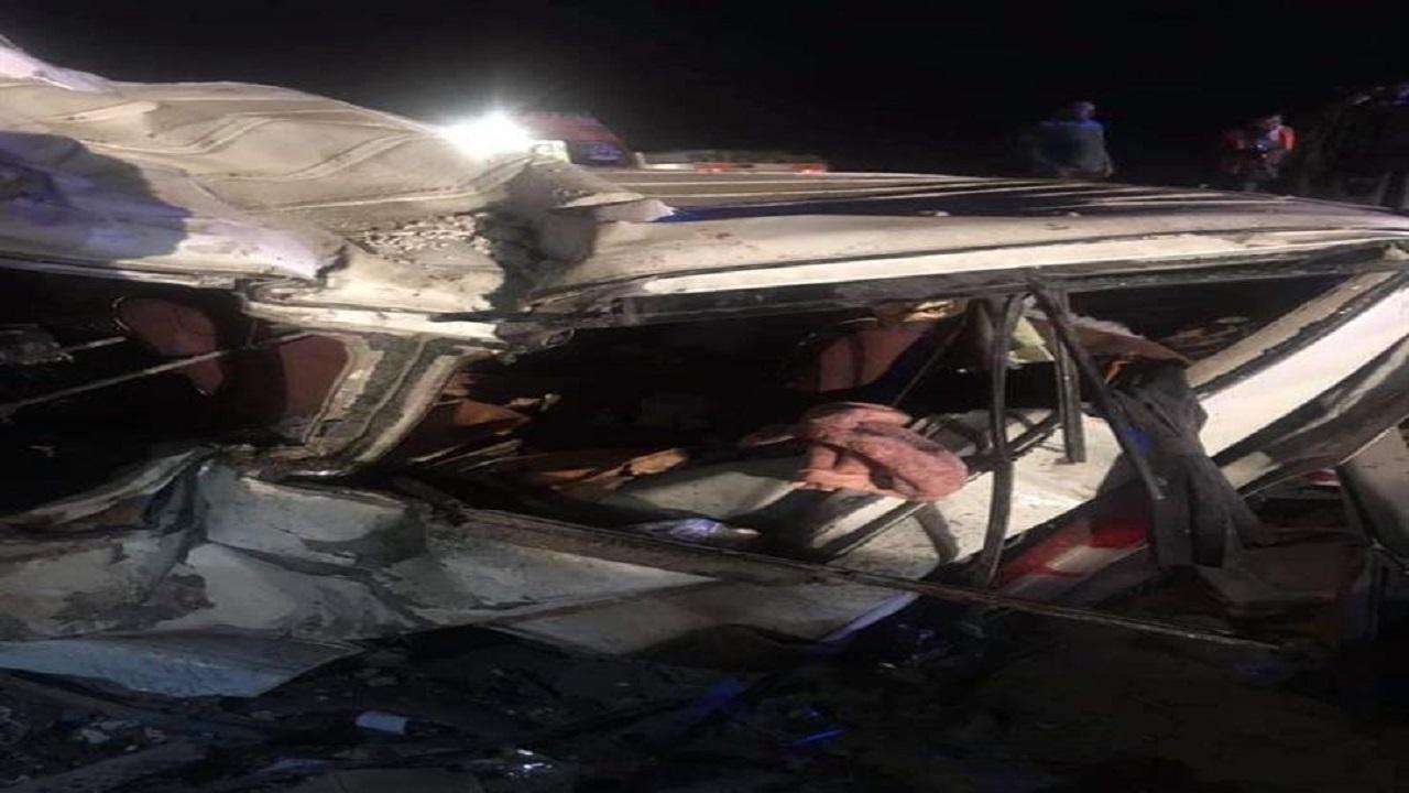 مصرع وإصابة 23 شخصًا في حادث مروع بمصر