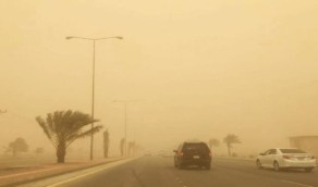 غبار وأتربة على بعض المناطق يؤدي إلى انعدام الرؤية