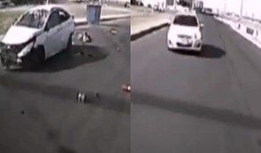 شاهد.. قائد سيارة متهور يعرض حياة امرأة وأطفالها للخطر بجدة