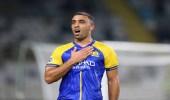 حمدالله يحتفل بعودة الجماهير للمباريات بطريقته الخاصة