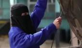 بالفيديو.. مواطنة تعمل في صيانة السيارات بتبوك