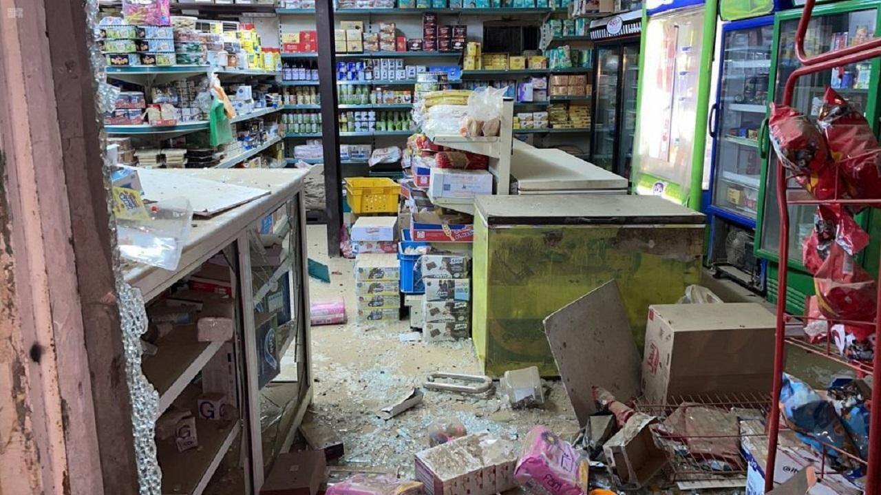 بالصور..إصابة 5 مدنيين إثر سقوط مقذوف عسكري أطلقه الحوثيون بجازان