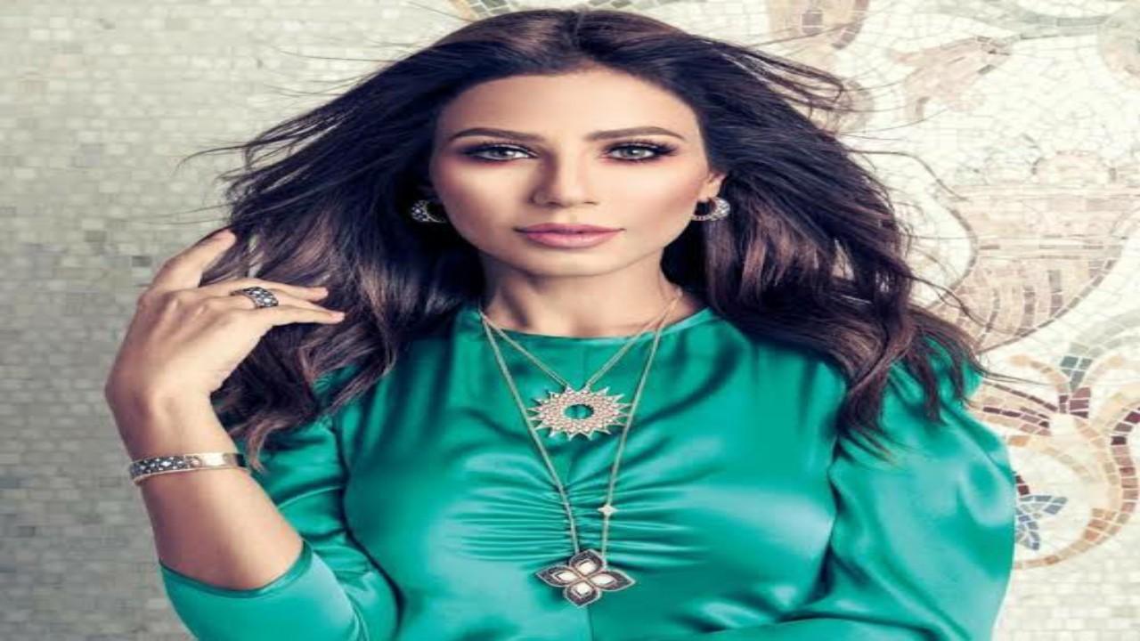 شاهد.. ردة فعلمهيرة عبد العزيز بعد سقوط زوجها أثناء التمرينات الرياضية