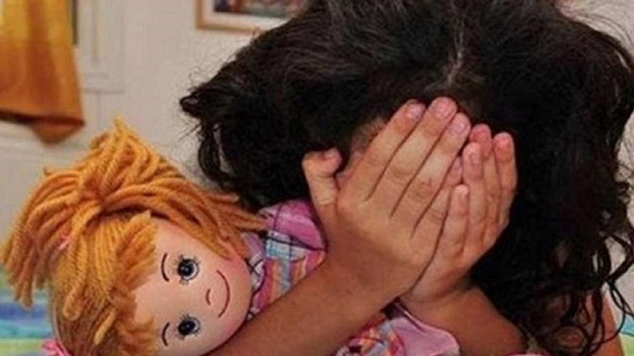 زوجان يبيعان طفلتهما لتأمين علاج شقيقتها