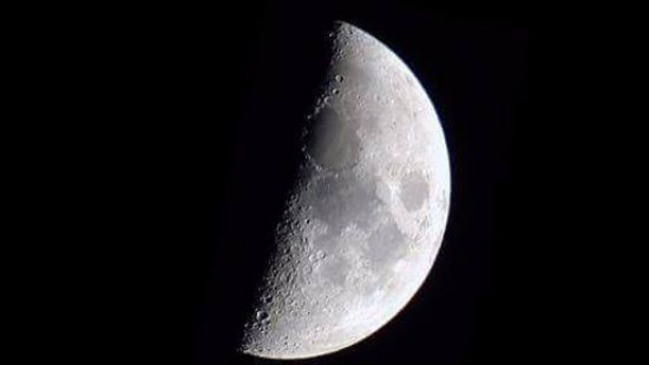 فلكية جدة: رصد قمر التربيع الأول لشهر شعبان مساء اليوم بسماء المملكة