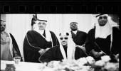 """صورة نادرة للملك سعود مع نجليه """"منصور وثامر"""""""