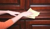 3 طرق سهلة لتنظيف الأثاث الخشبي وتلميعه
