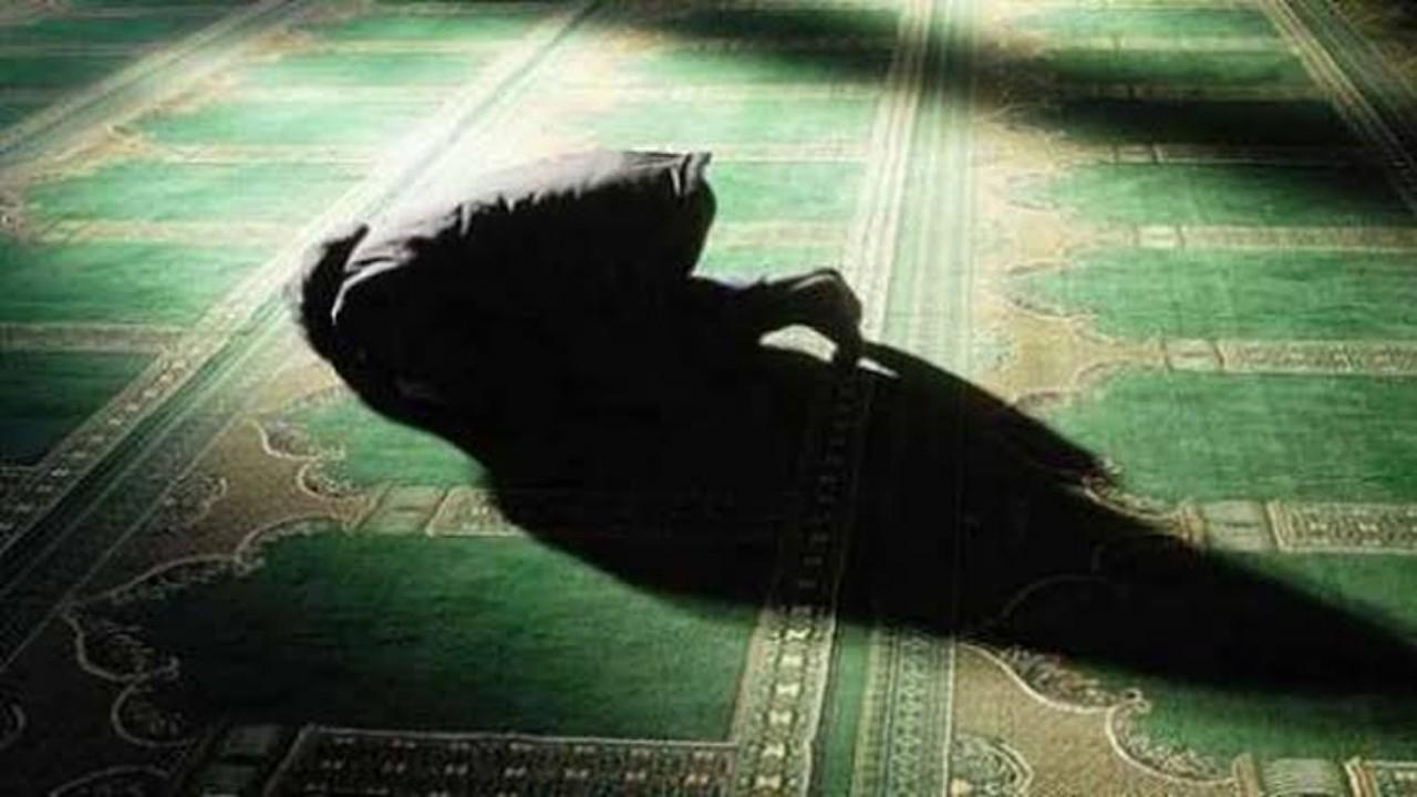 تفاصيل مؤثرة لوفاة شاب أثناء سجوده بصلاة التراويح